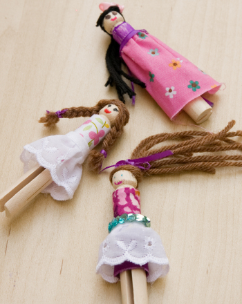 Craft cute clothespin dolls activity for Mini clothespin craft ideas